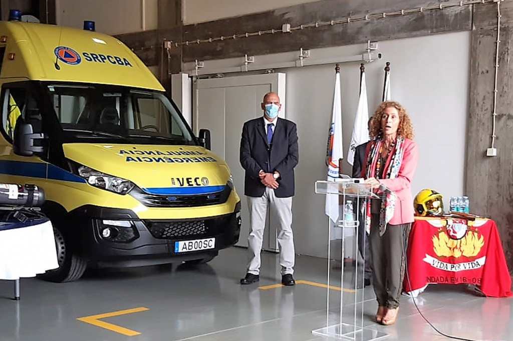Governo dos Açores entrega ambulância de socorro e equipamentos aos Bombeiros de Santa(...)