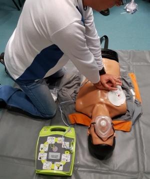 Homem sofre paragem cardiorrespiratória e é salvo com o uso de desfibrilhador
